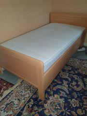 Einzelbett mit Matratze und verstellbarem
