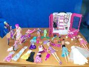 Barbie Kleiderschrank Puppen und Zubehör