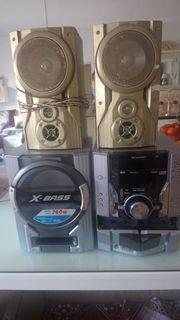 Stereoanlage mit 2 Boxen