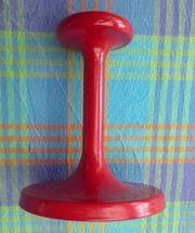 dicker roter Garderobenhaken aus Kunststoff