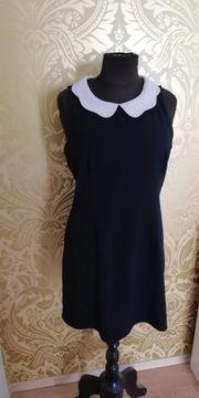 schwarzes kurzes Kleid mit Kragen