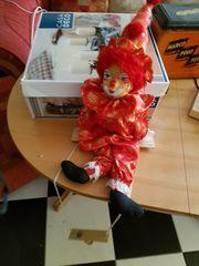 Verschiedene Clowns und Marionetten