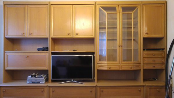 Rubrik Sonstige Wohnzimmereinrichtung Wohnzimmerschrank Couchgarnietur Tisch Teppich Gebrauchte Wohnzimmermbel