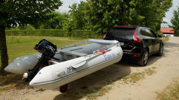 Schlauchboot mit Außenmotor