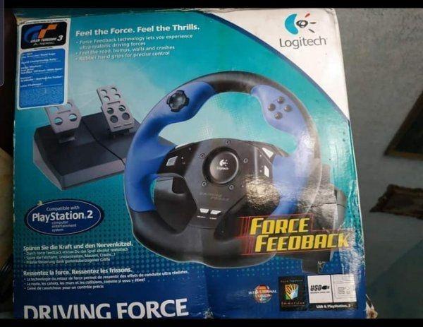 PlayStation eins mit zwei Control