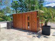 Outdoor Sauna mit Regenfass und