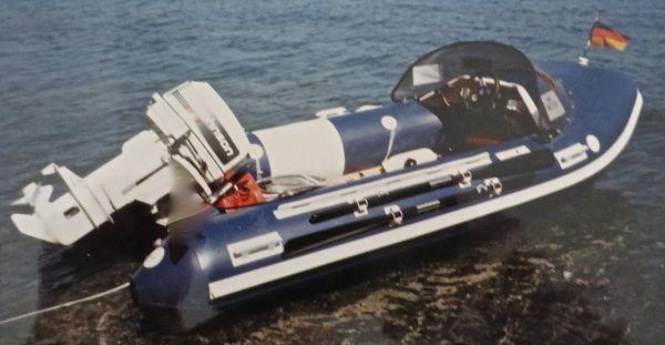 Schlauchboot mit 30 PS Motor