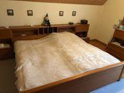 Schlafzimmer Doppelbett und 6 flügeliger