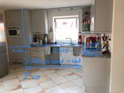 Küche mit Elektrogeräten und hochwertiger