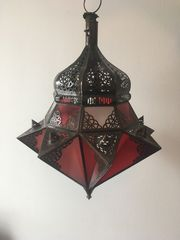 zwei orientalische Lampen eine Rote