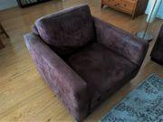 Brauner Sessel in Wildleder-Optik