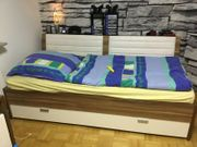 Stabiles Bett mit Bettkasten