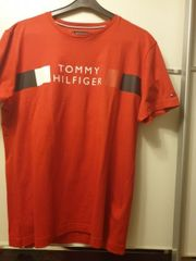 rotes Tommy Hilfiger t shirt