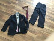 Anzug mit Krawatte für Kommunion