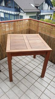 Sehr schöner Gartentisch