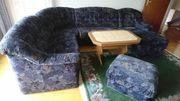 Wonzimmer Couch mit Tisch