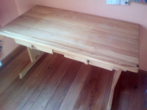 Biete Schreibtisch Aus Echtholz Lasiert Kinderschreibtisch