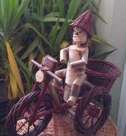 Gartenzwerg auf Fahrrad geflochten handarbeit