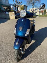 Vespa LX50 dunkelblau