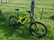 YT TUES LTD Downhill bike