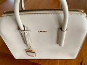 schicke Handtasche von DKNY