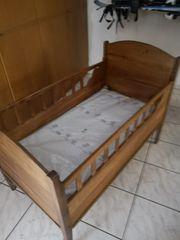 uraltes Kirschenholz Bett