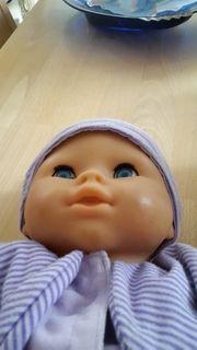 Puppe mit Kleidung