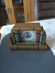 Uhr mit Schublade
