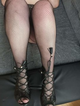 Sie sucht Ihn (Erotik) - Hausfrau 26j massage