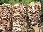Brennholz Weichholz Hartholz Stämme gespalten