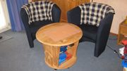Cocktailsessel mit rundem Tischchen