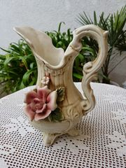 Nostalgische Henkel-Vase im romantischen Stil