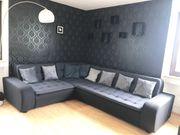 sehr große moderne Couch zu