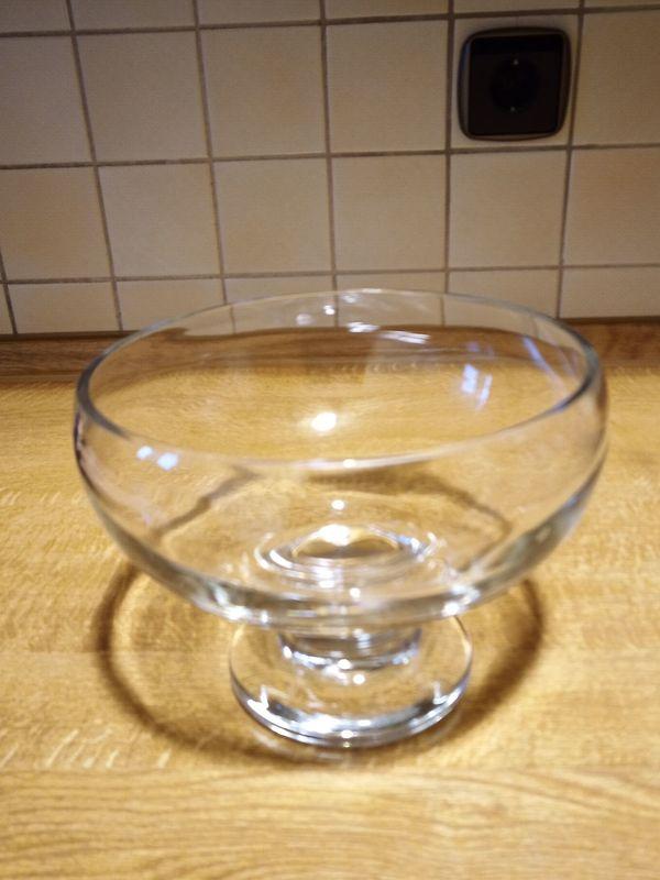 Glas Schale mit Fuß