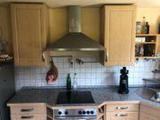 Küche mit Spüle Herd Ofen