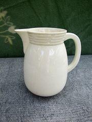 Antiker Wasserkrug aus Keramik für