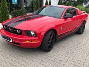 FORD Mustang Coupe V6