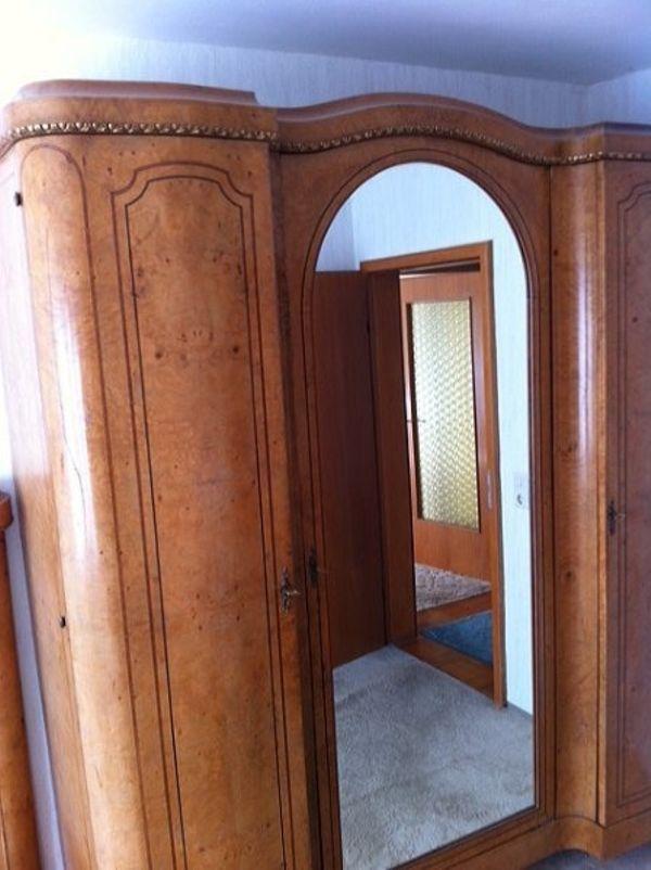 Antiker Kleiderschrank, Massivholz mit Zierholzfurnitur, Spiegel in ...
