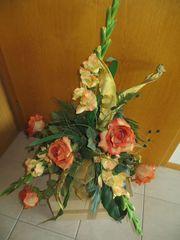 Blumengesteck mit Vase
