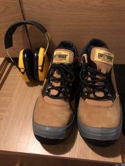 Arbeitsschuhe mit Gehörschutz