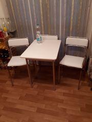 Kleine Sitzgruppe bestehend