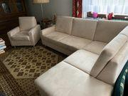 Sofa mit Sessel hell