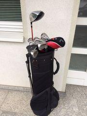 Golf Bag mit verschiedenen Schlägern
