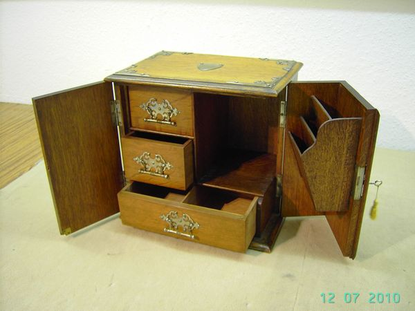 Schrank für Schreibutensilien ca 1890 -