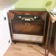 Merkurtruhe 577 altes Radio mit