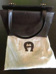 Aigner Frauenhandtasche dunkelbraun