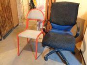 Bürostuhl und kleiner Stuhl
