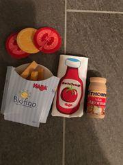 Ladenlebensmittel Pommes Tomaten Zitrone Ketchup