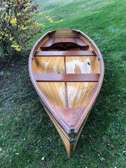 Ruderboot aus Holz