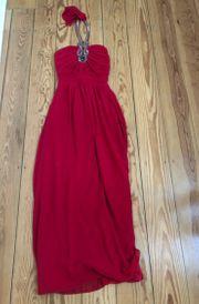 Rotes langes Abendkleid mit Neckholder
